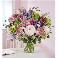 delightful-garden-flower-bouquet-in-vase